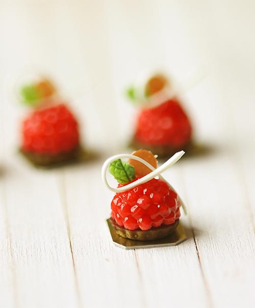 Dollhouse Miniature Food - Raspberry White Chocolate Tart 1/12 ...